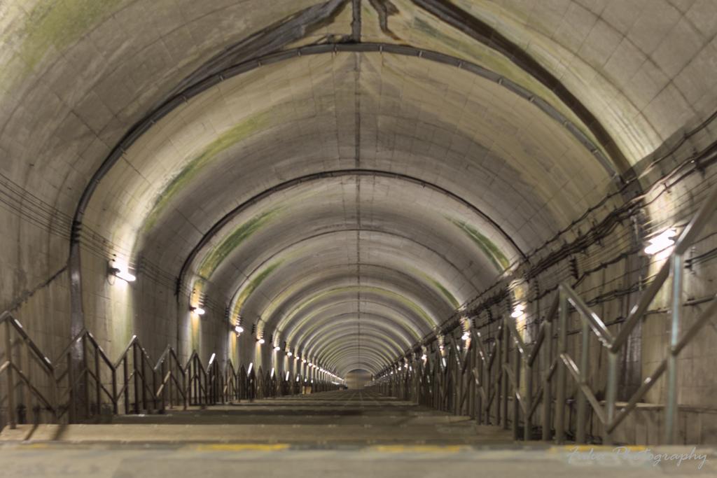 土合駅 地下階段上から