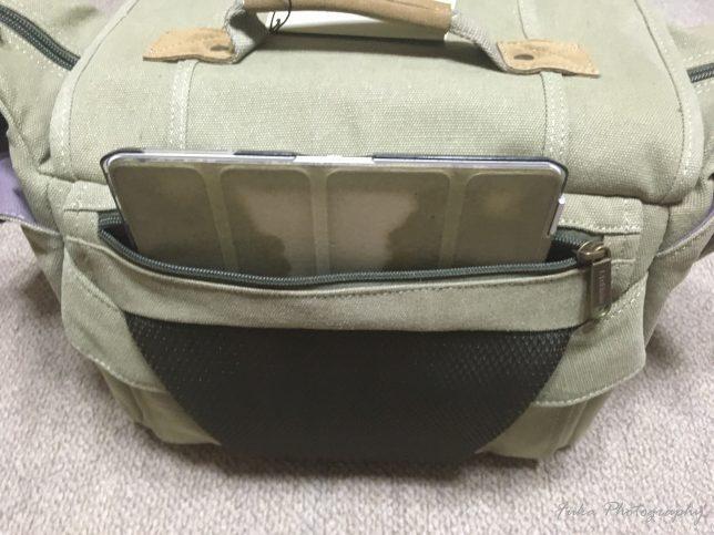 EtsHaim A450 CANVAS BAG 後ろポケットにiPadを入れてみたところ(横には入らないので立てて入れてみました)