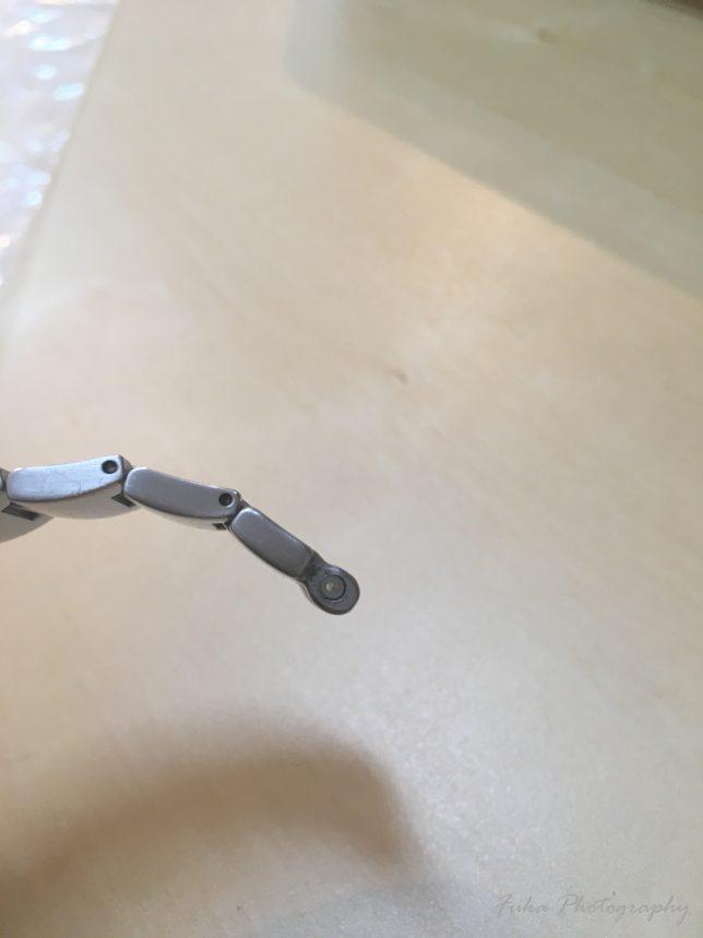 swatch irony ベルトのピンの入っている場所のプラスチックをシリコンチューブに置き換えたところ